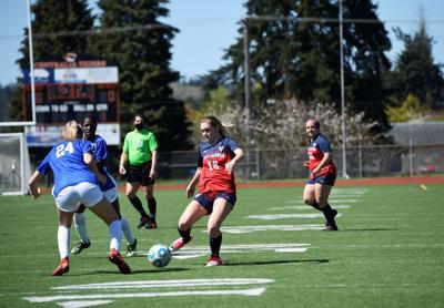 Jerika Isaacson kicks LCC soccer