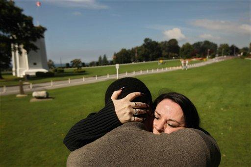 Couple separated by border meet at Peace Arch