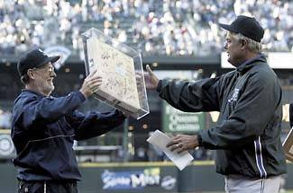 Tears flow as former Mariners manager returns to Seattle