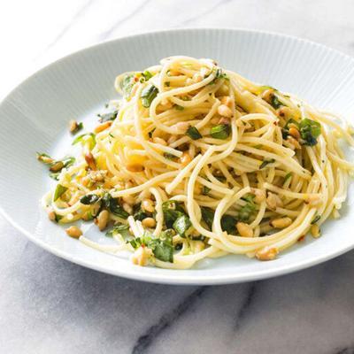Garlicky spaghetti