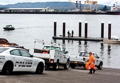Bystanders rescue man from Columbia River using fishing gear