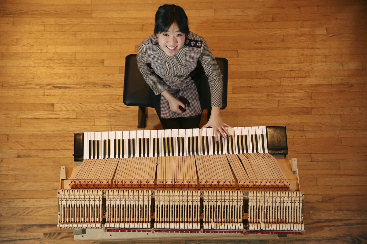 Piano keyboard 01