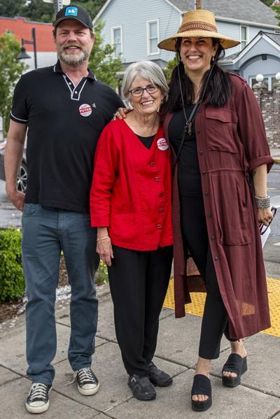 Rainn Wilson and Holiday Reinhorn visit Kalama