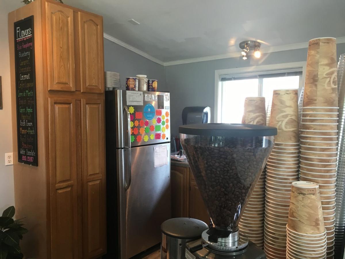 Cafe Aromaz inside