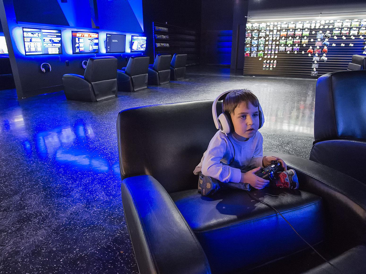 Playlive Video Game Lounge Offers Social Experience At Kelso Mall Local Tdn Com