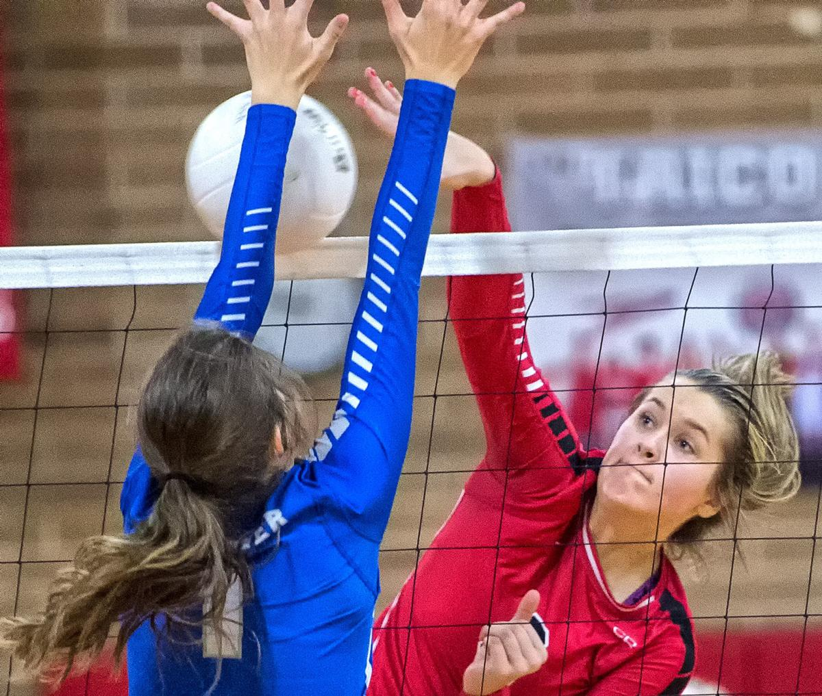 Castle Rock - LaCenter volleyball 02