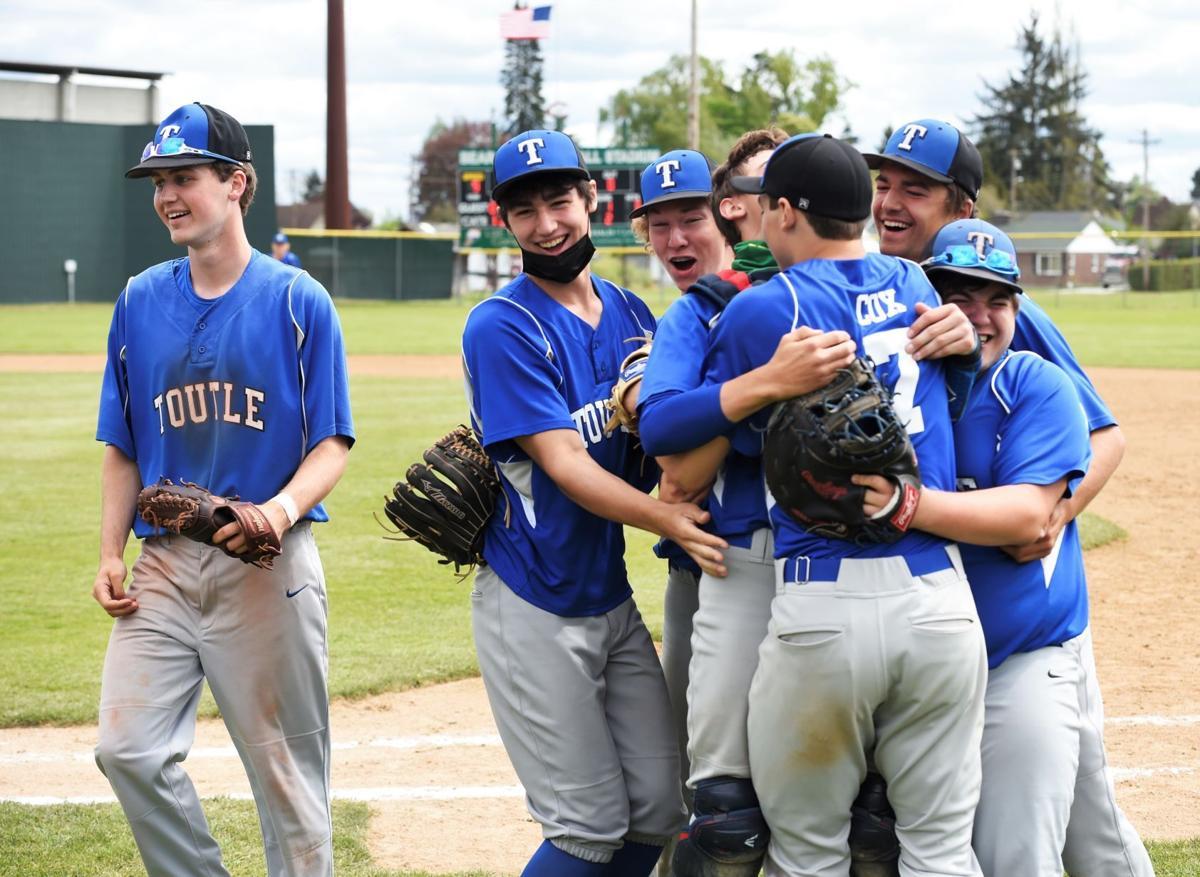 Toutle Lake baseball district title celebrate