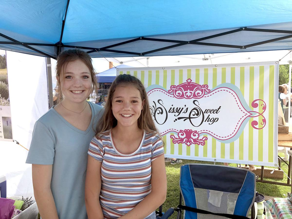 Sissy's Sweet Shop Cupcakes with Elli and Lexie Hill