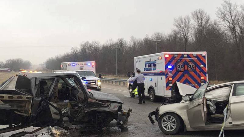 3 area residents injured in wreck