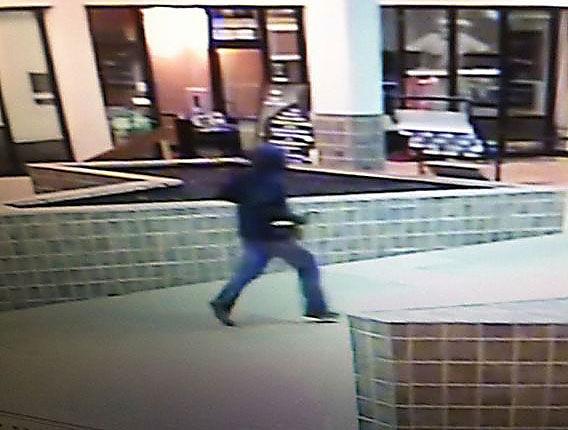 Man attempts burglary via skylight and rope at Georgia mall