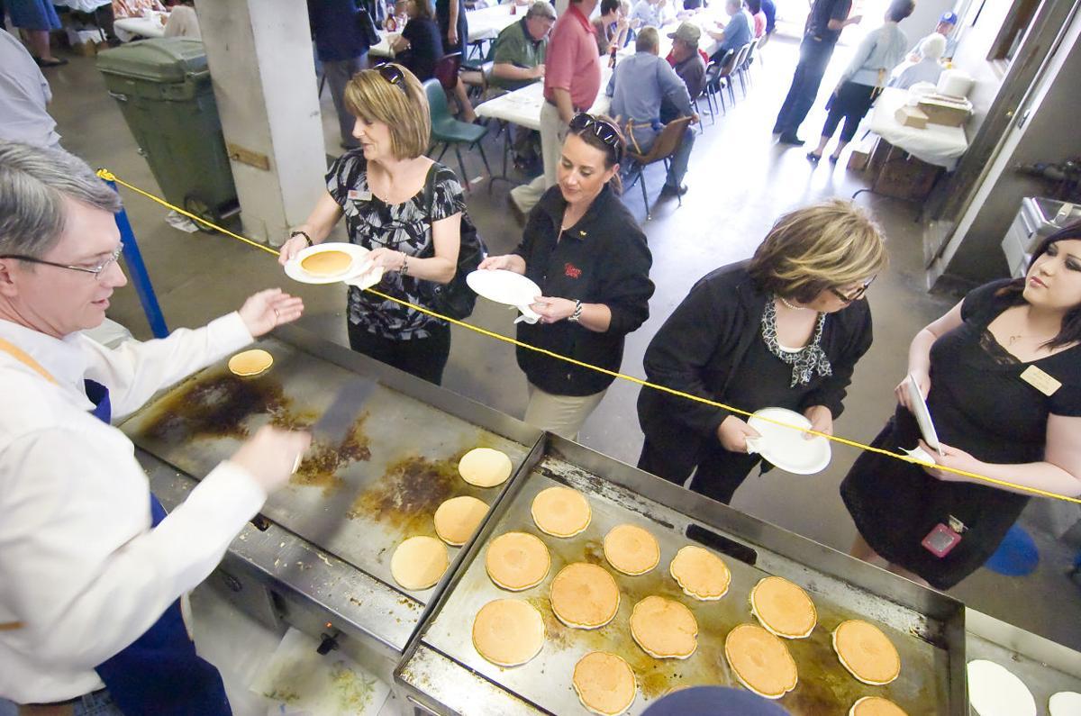 Rotary Pancake Fry 2011 02 C.jpg