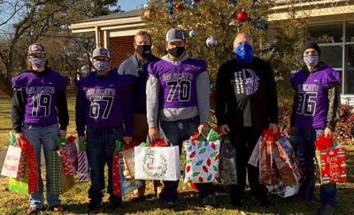 Coalgate High School football players spread Christmas cheer