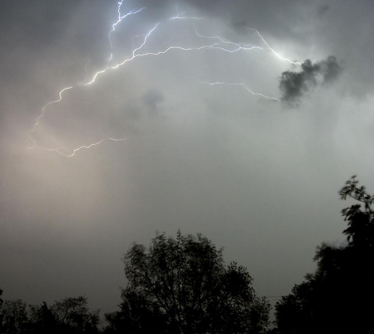 Lightning 04-22-11 01 C.jpg