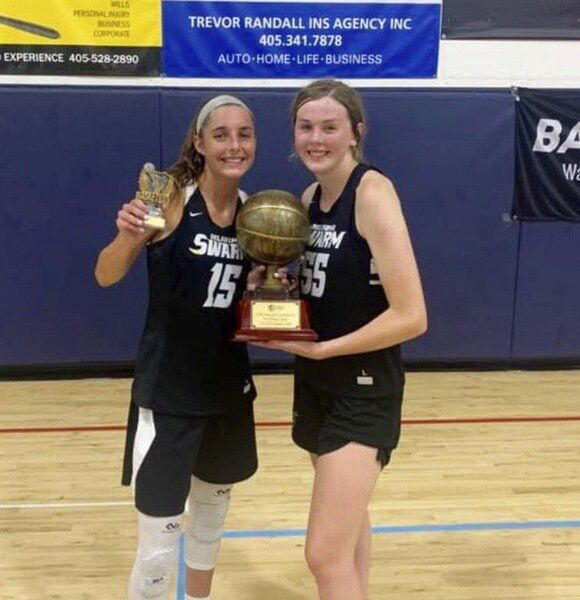 Ellis sinks half-court heave and helps Swarm win national title