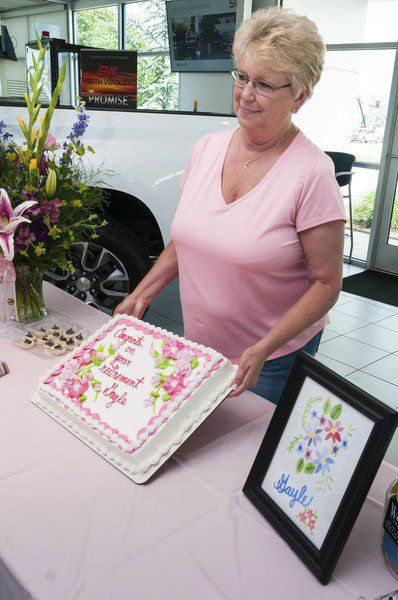 Longtime Seth Wadley office manager retires