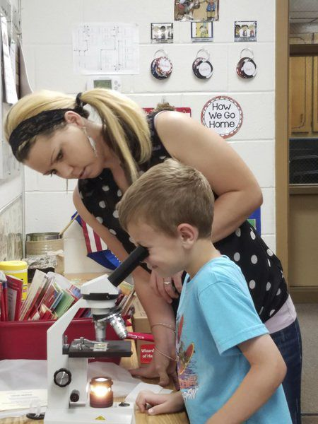 Stonewall first-graders learn about microscopes