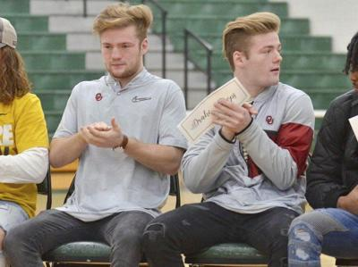 Stoops twins seek own paths at OU