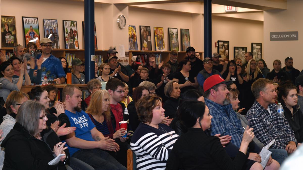 School board crowd