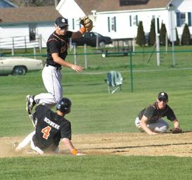 Oesch's homer in eighth gives Corry dramatic win