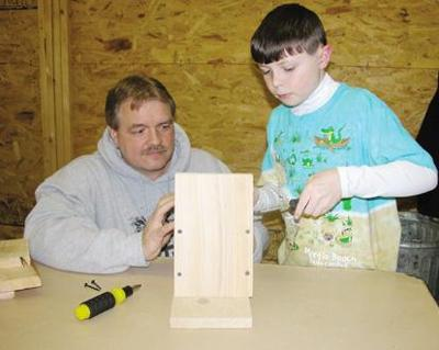 Youth craft birdhouses for Spartansburg trail