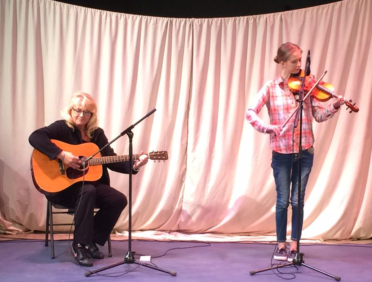 Teen fiddle competition