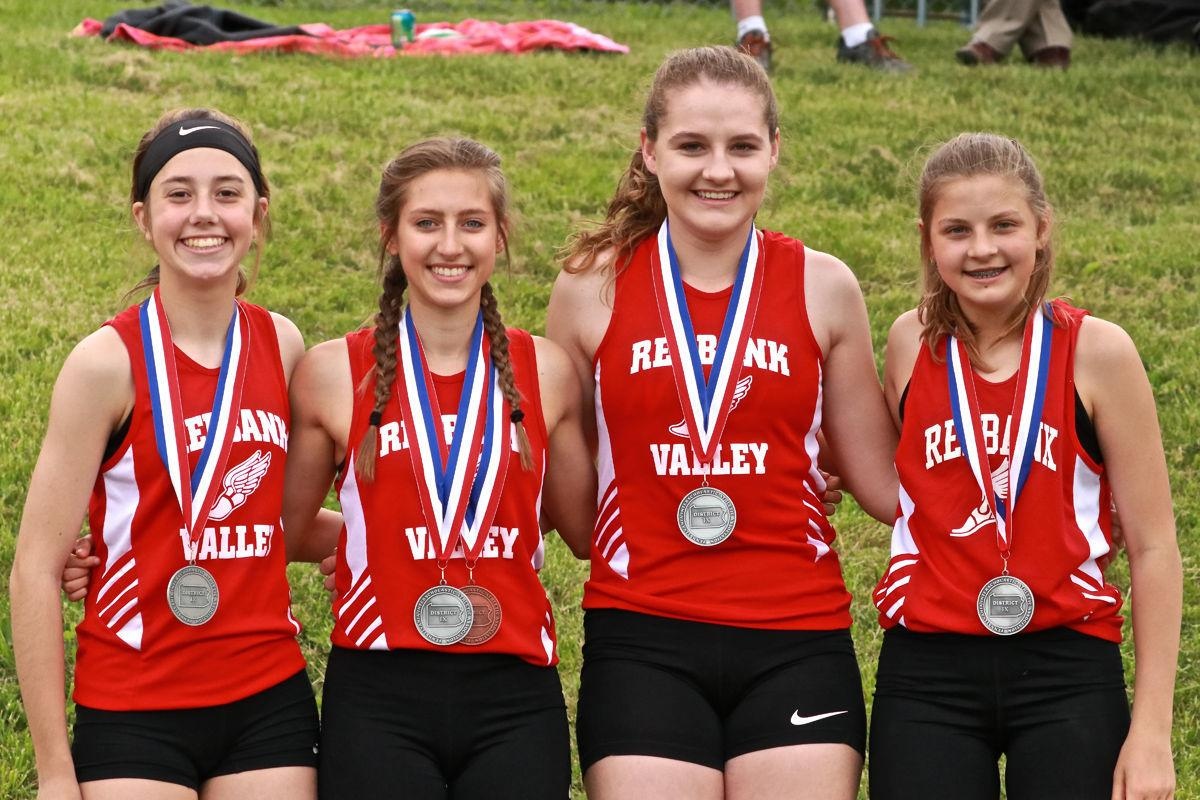Lady Bulldogs 4x800 relay medals