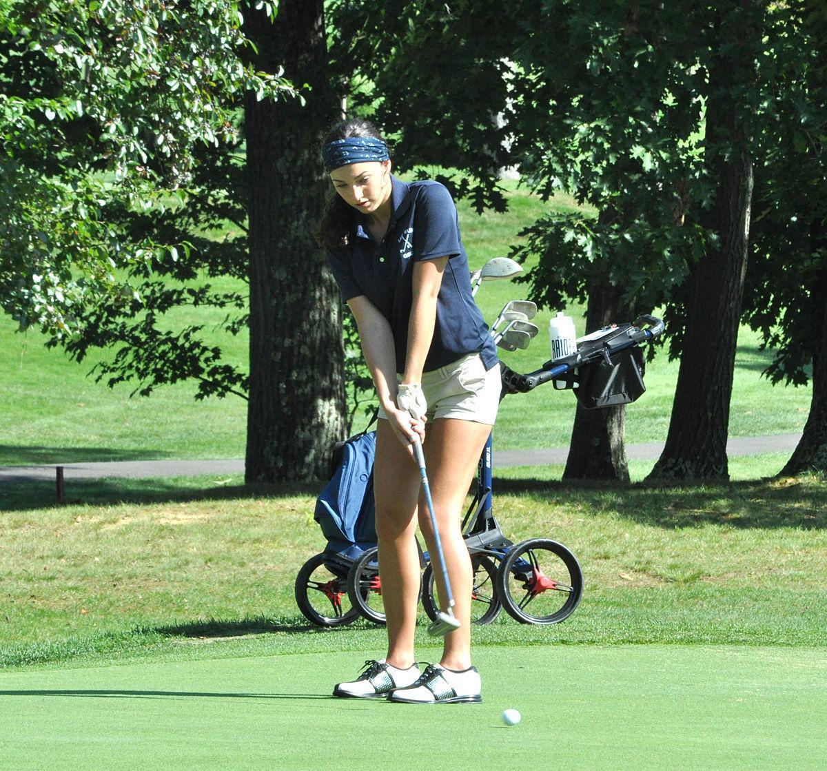 Sophie Sharp putting No. 8