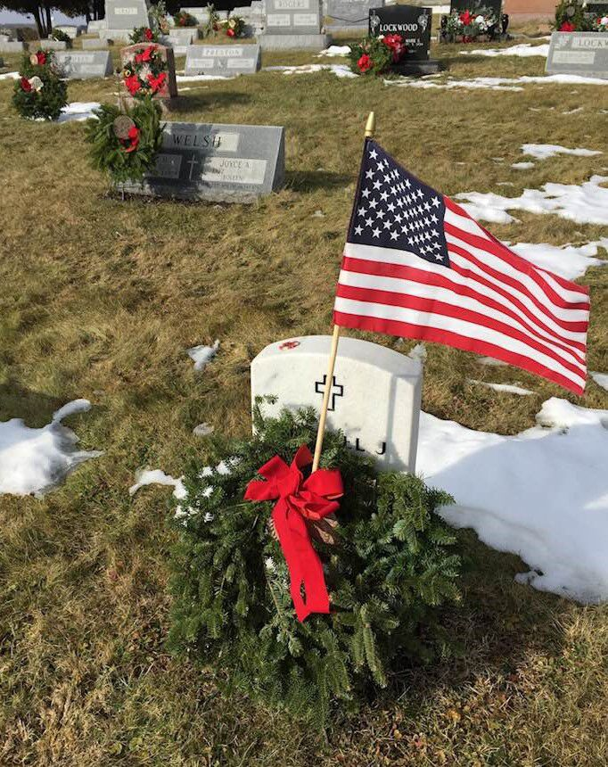 2018 graves and wreaths
