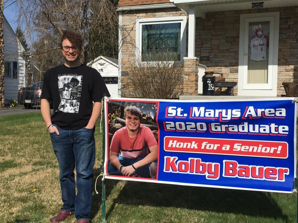 Detail Shop In St Marys Creates Banners Dedicated To High School Seniors Coronavirus Thecourierexpress Com