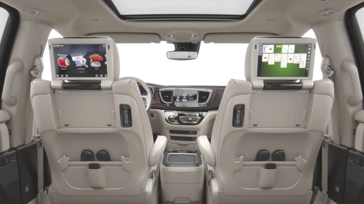 2018 Pacifica Interior Entertainment 1 Jpg