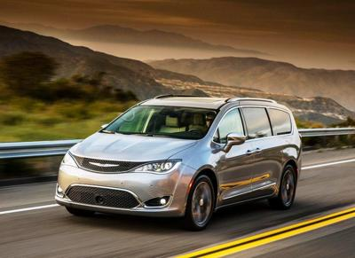 2019 Chrysler_Pacifica action front.jpg