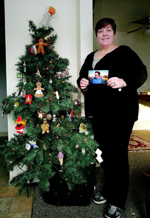 julie lewis the daily star kate hewlett stands with her downsized christmas tree and holds a photo of her late mother christine macleman in her oneonta