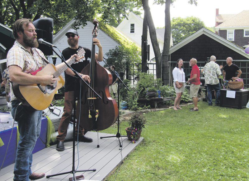 Backyard event supports music scholarships