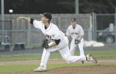 Outlaws fall to Blue Sox in seven innings