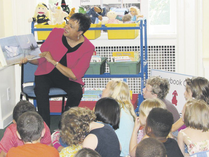 Librarian of Congress reads to local children