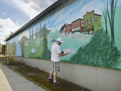 Artistscelebrate Bainbridge with100-foot mural