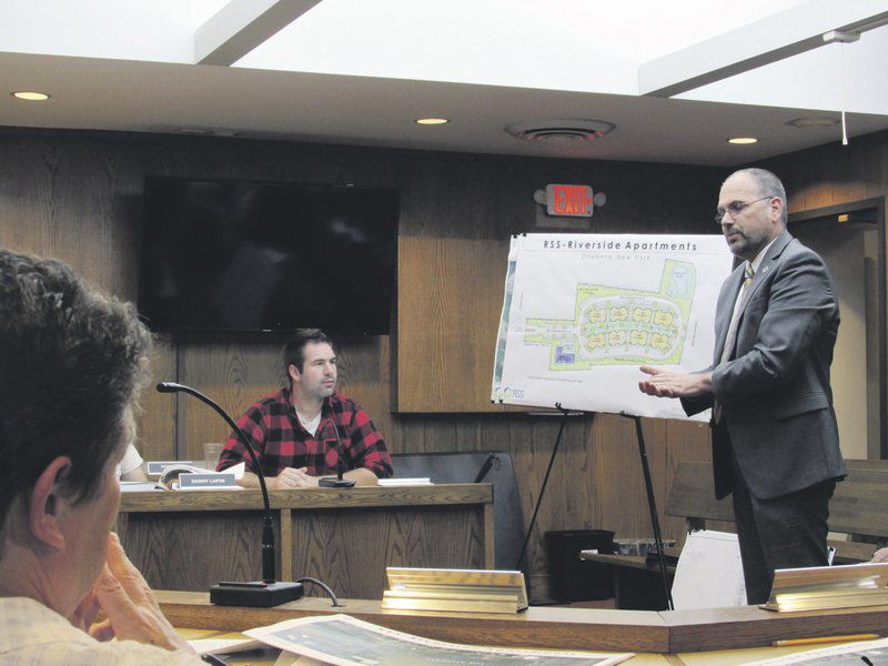 City panel hears plan for housing complex