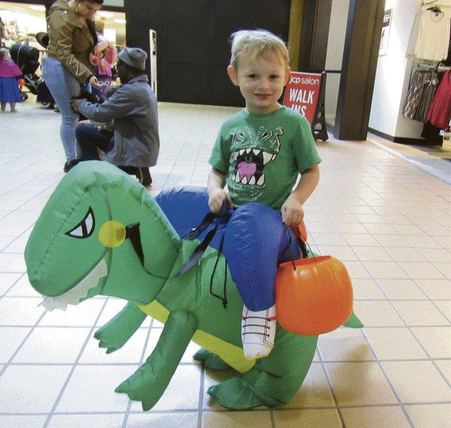 'Malloween' brings crowd to Southside