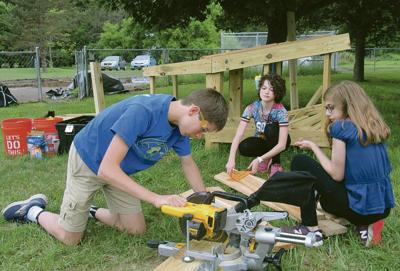 Delhi sixth-graders build structure for playground