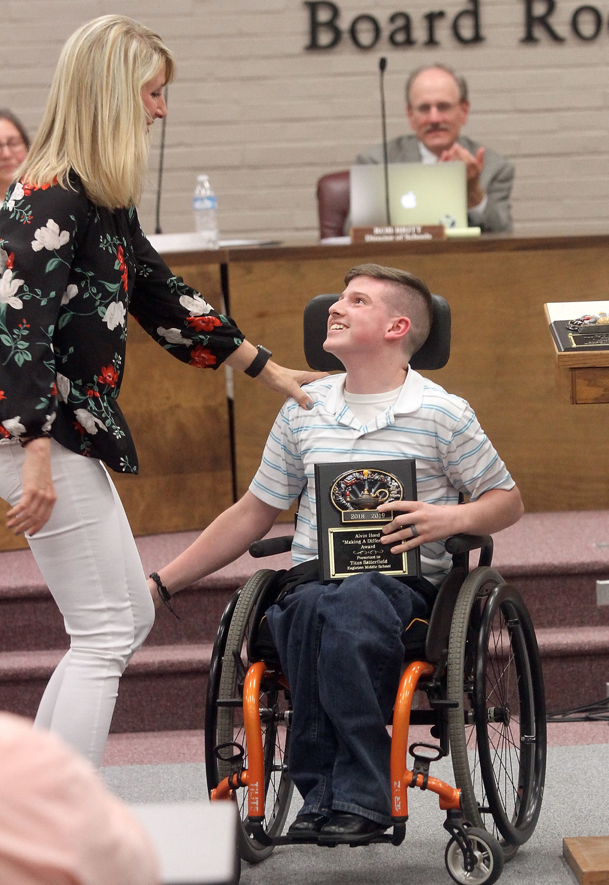 Eagleton Middle School's Titus Satterfield receives Alvin Hoard Making a Difference Award