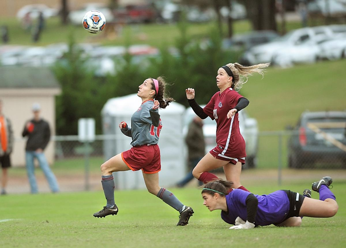 SOCCER: Maryville College's Shannon Reagan vs Meredith