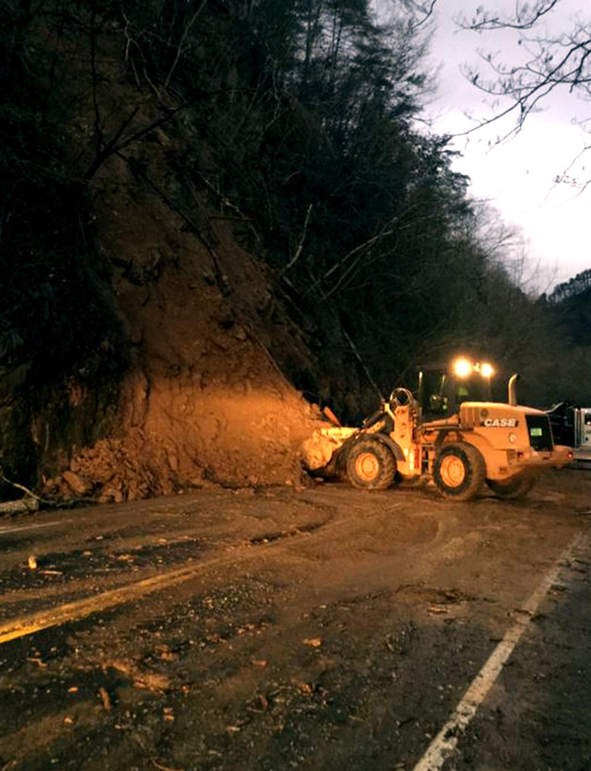 TDOT sets temporary signal, barriers at site of rockslides on 321