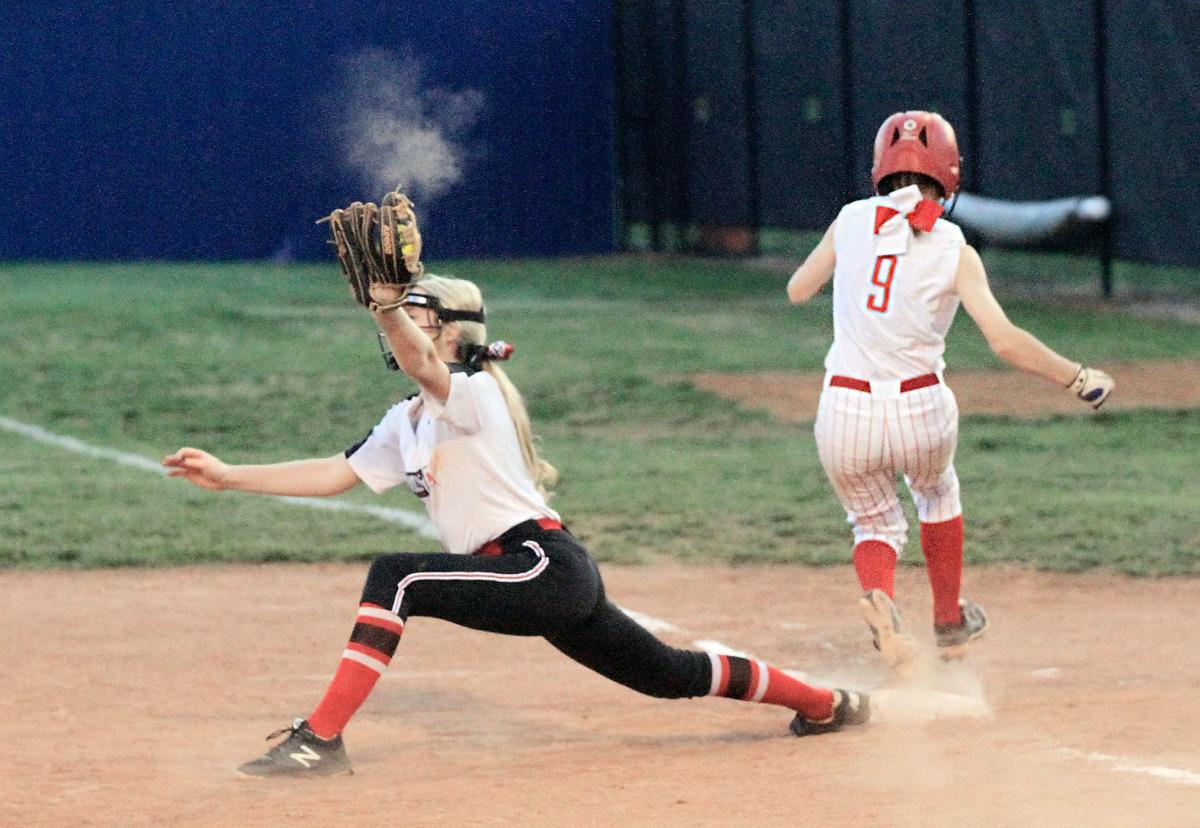 ef8915d312ae2 DISTRICT SOFTBALL  Maryville s Kendal Pitts vs Heritage s Courtney Deck