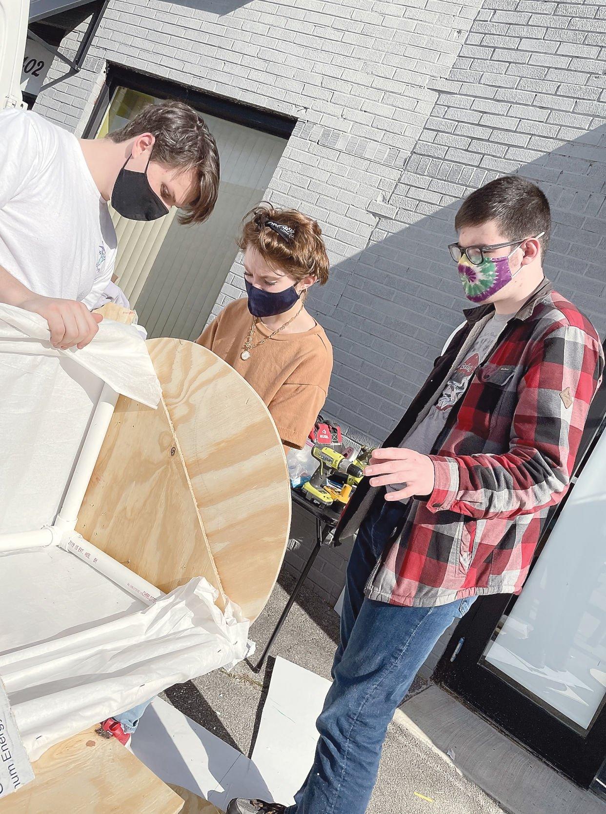 Students build set for Frozen Jr.