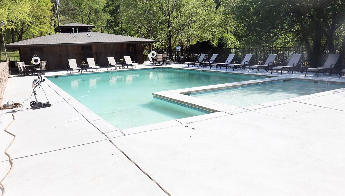 Swimming pool at Little Arrow Outdoor Resort