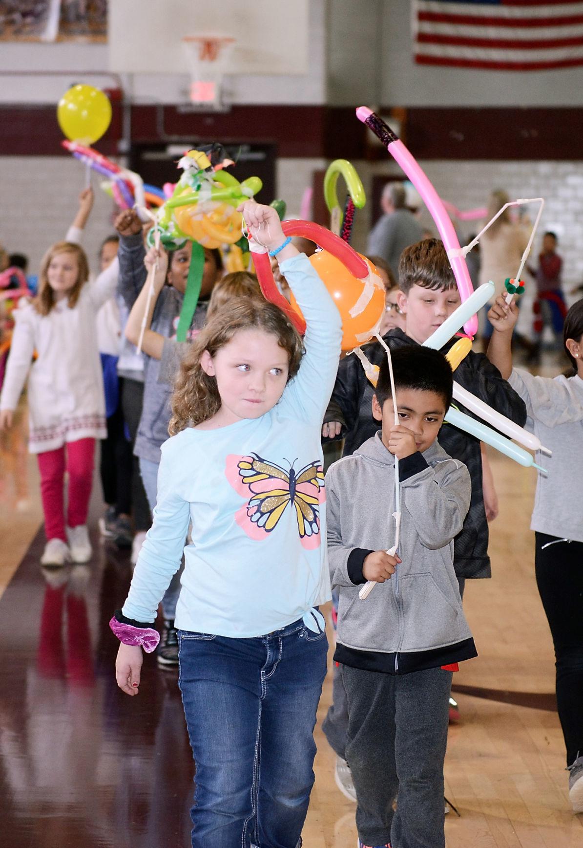 Alcoa Intermediate School ballon parade
