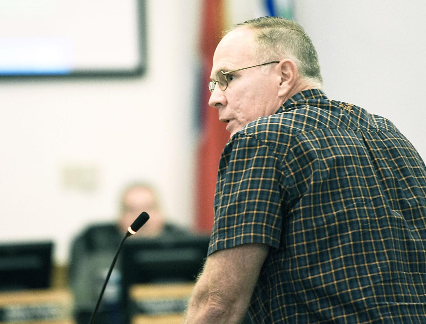 Tom Robinson speaks to Blount County Commission about Pellissippi Parkway Extension