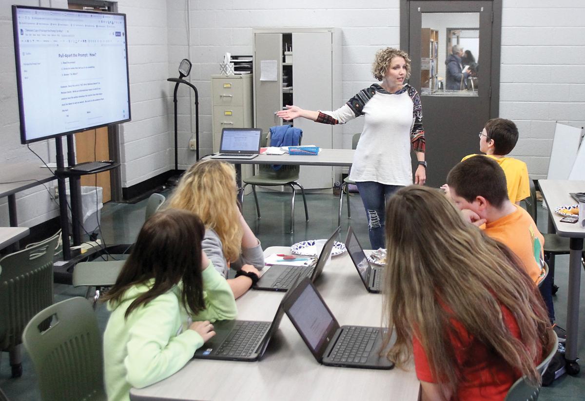 Misty Perry teaches a class at the Samuel Everett School of Innovation