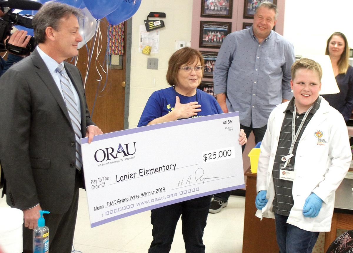 Lanier Elementary teacher Renee Powell receives $25,000 check from Oak Ridge Associated Universities