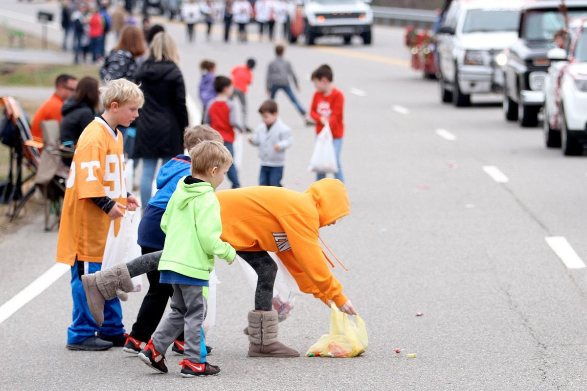 Kids along the Louisville Parade route scramble for candy